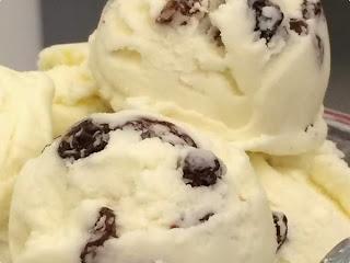 sorvete assado de passas ao rum