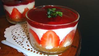 Semana de fresas: Vasitos de tarta de queso con mermelada de fresa casera
