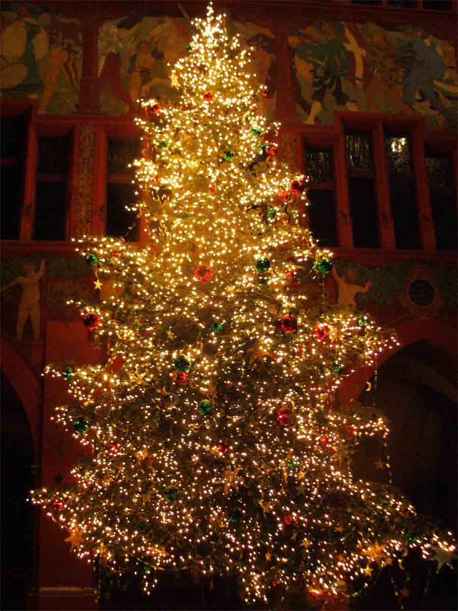 Image world beautiful christmas tree pictures for Beautiful christmas decorating ideas
