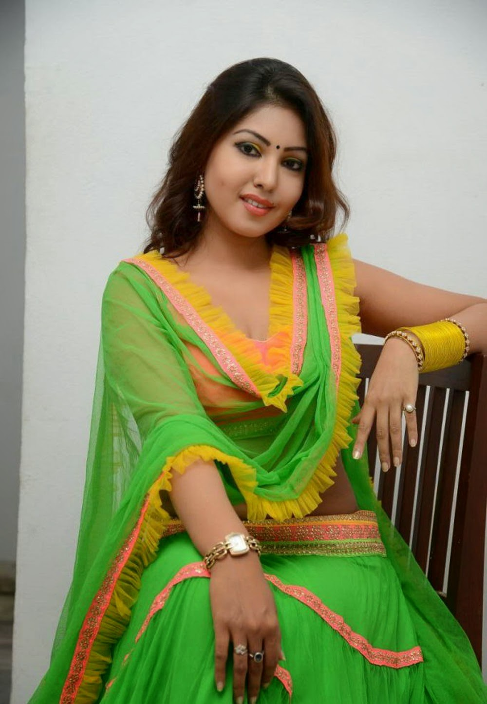 Komal Jha Green Ghaghra choli hot wallpapers