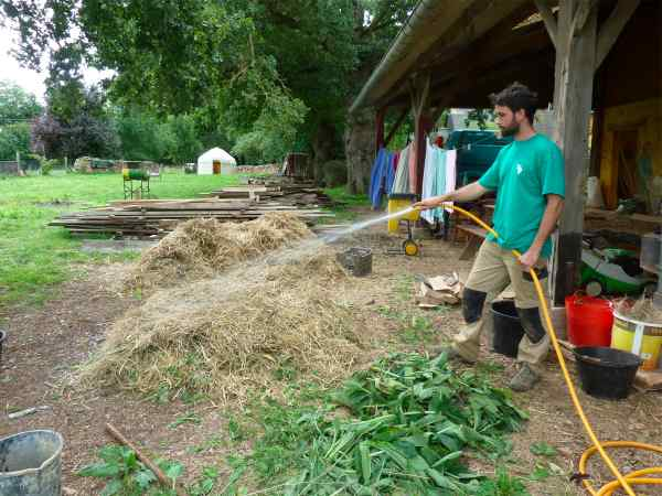 Permaculture in brittany making compost in 18 days with for Permaculture bretagne
