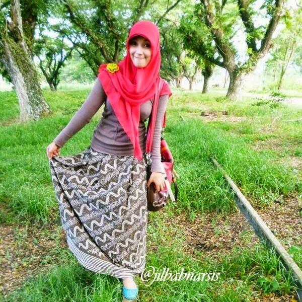Foto Cewek Memakai Jilbab Cantik dan Seksi BncdLcCCAAAR35u