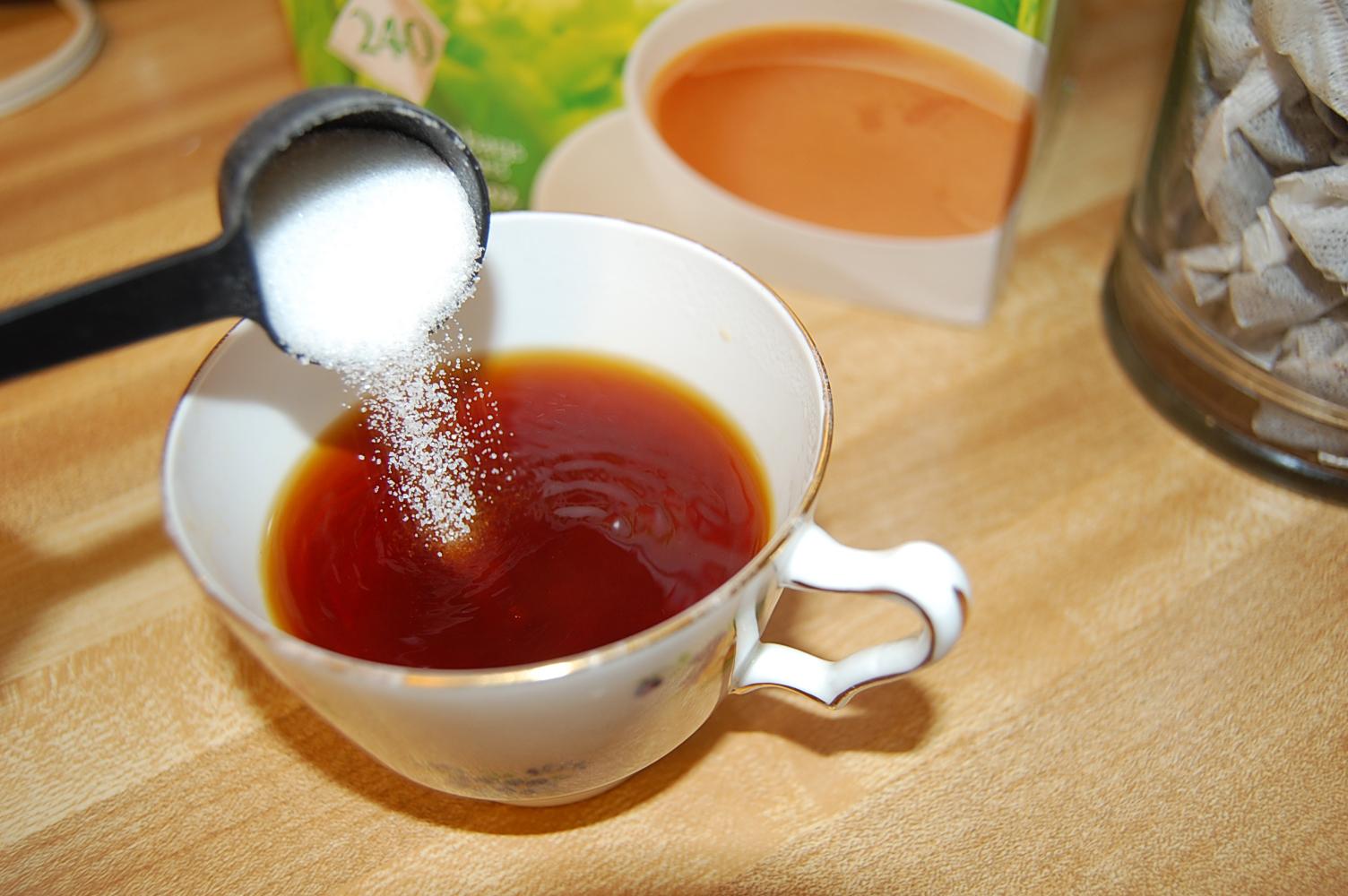 Dissolving Sugar in Tea to Dissolve The Sugar