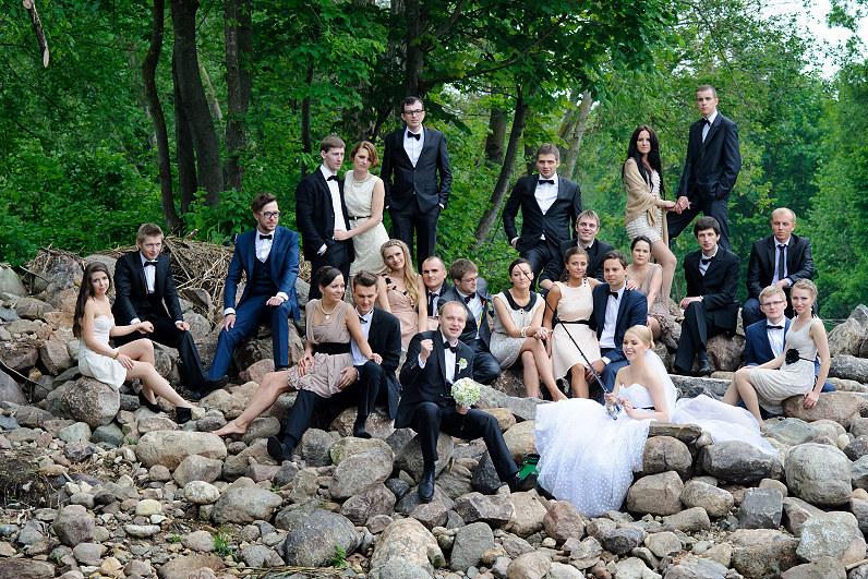 vestuvinės nuotraukos gamtoje prie upės