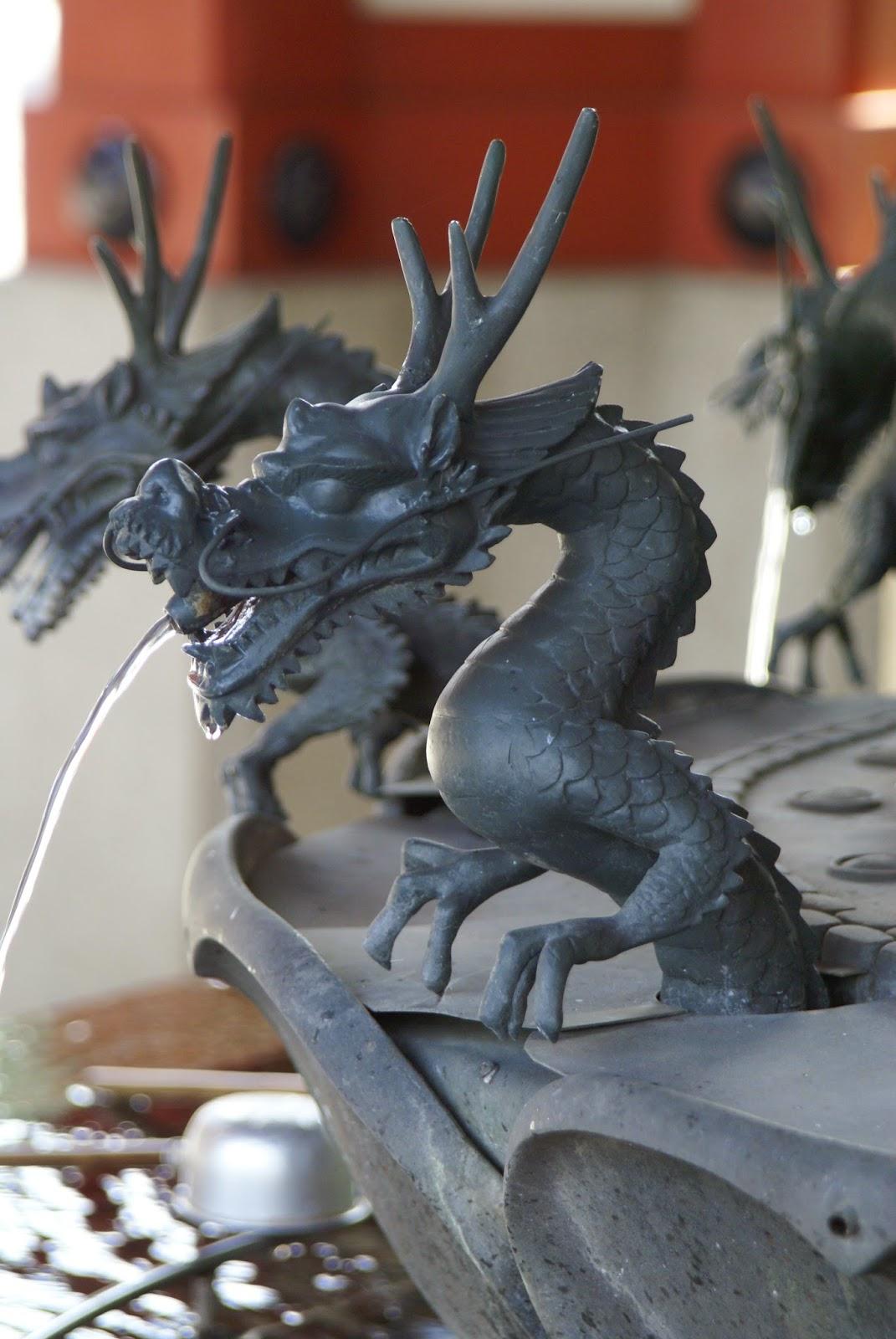 dragon bouche de fontaine japonaise