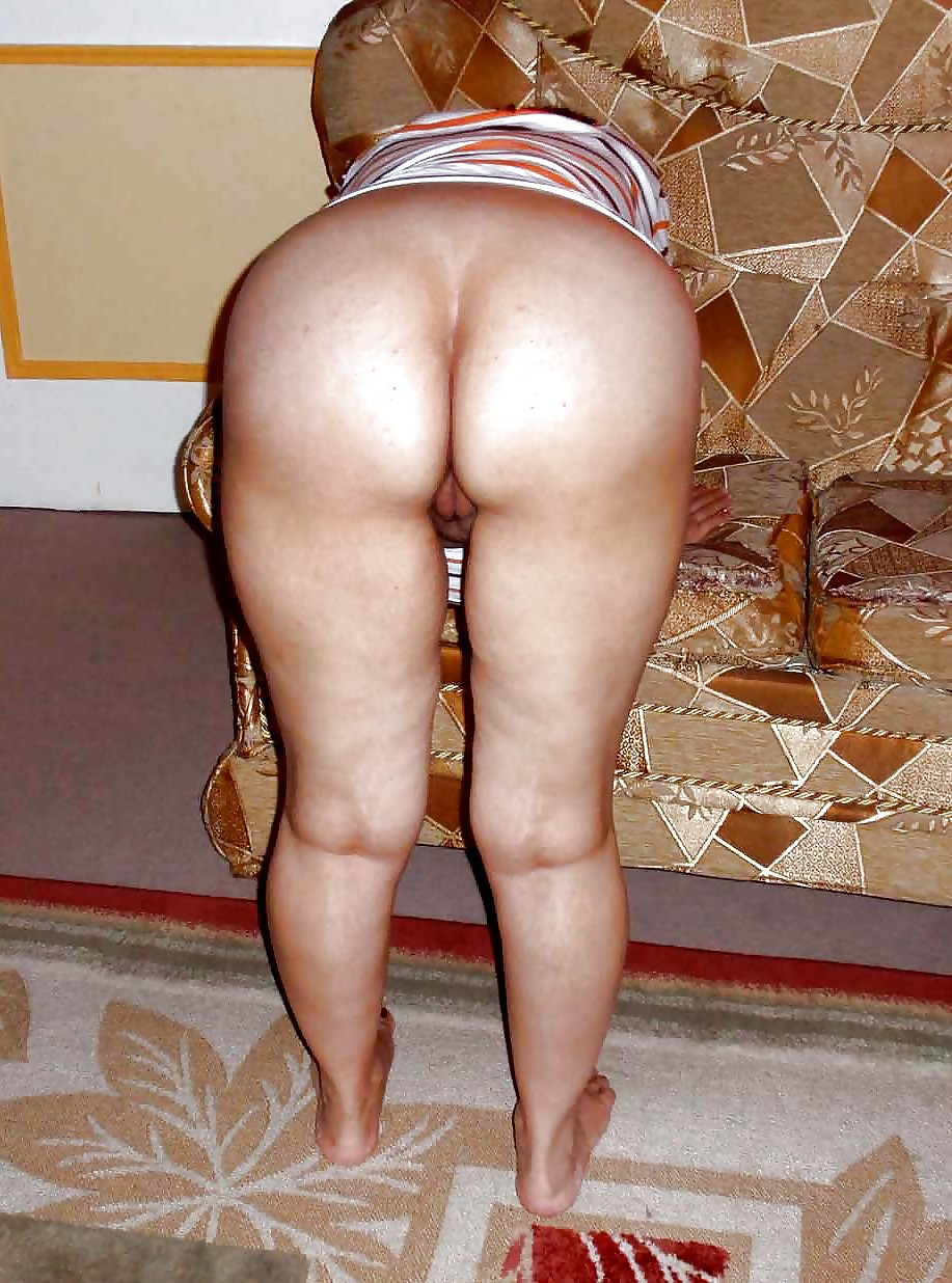 Busty Arabian Woman Showing Ass