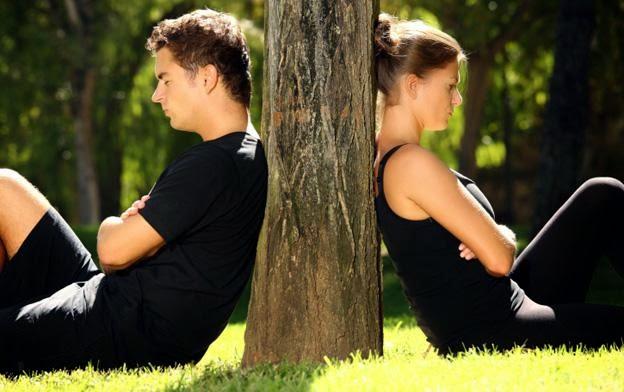 Ciri Hubungan Semakin Memburuk, ciri hubungan tidak sehat, tanda-tanda pasangan anda mulai berubah, pacar kamu mulai mencintai wanita lain, mengatasi masalah dalam hubungan