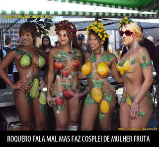 roqueiros famosos fazendo cosplay de mulheres fruta