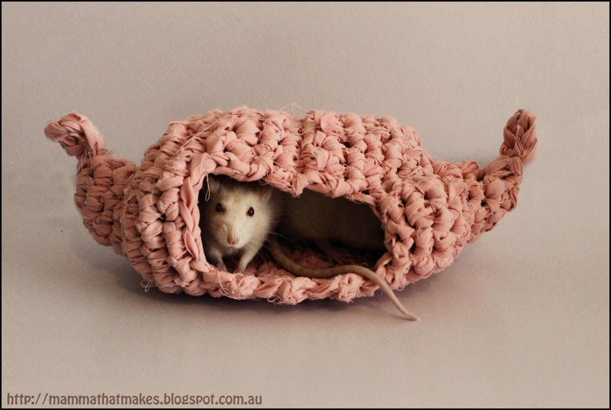 Mamma That Makes: Rattie House, Take 2 - free crochet pattern