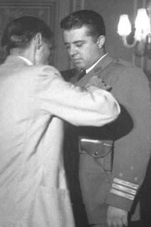 I Hiqen Medaljet Enver Hoxhës, Hysni Kapos dhe anëtarëve të ish-Byrosë Politike