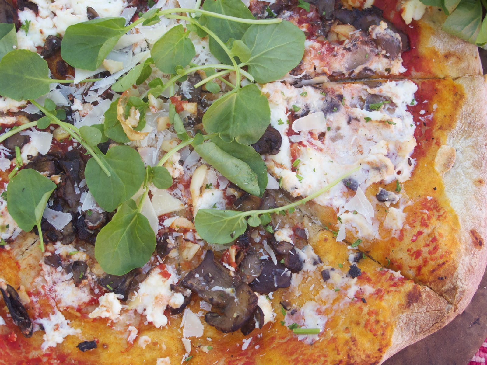 Simply Healthy Family: Ricotta, Garlic and Mushroom Thin Crust Pizza ...