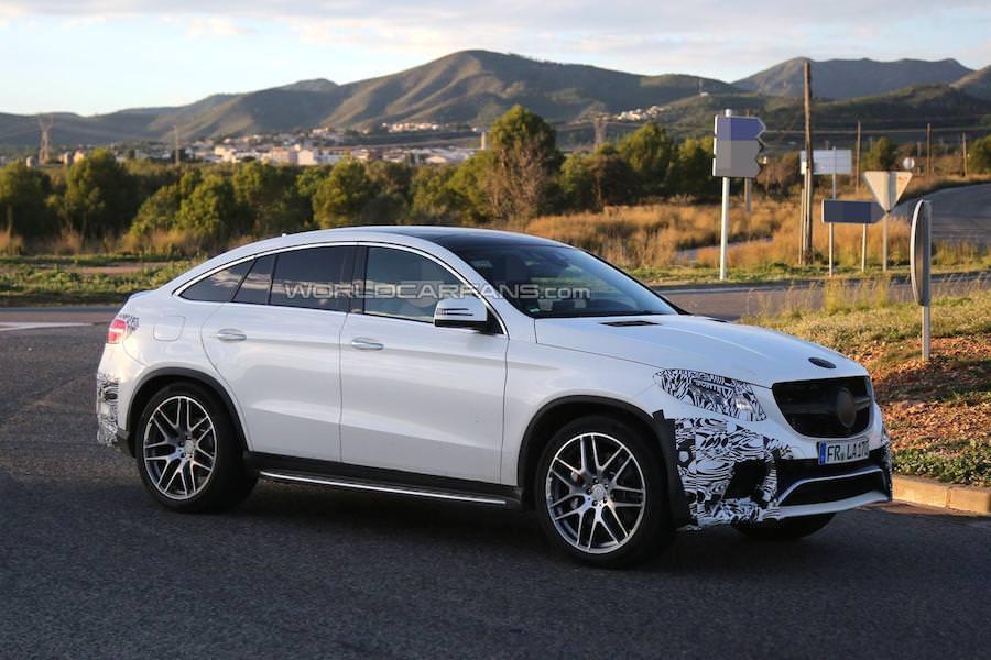 新型SUV「メルセデスベンツGLEクーペ」がほぼ完全な姿で目撃される