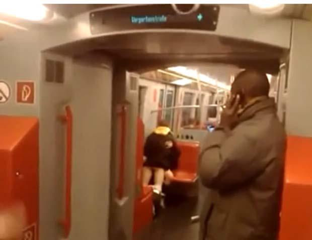crossdresser sexo no metro