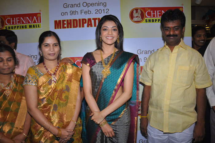 kajal agarwal in saree at chennai shopping mall launch latest photos