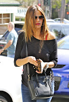 Sofia Vergara closing her wallet