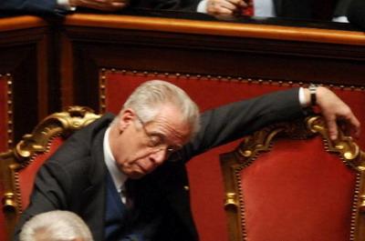 Incazzatodentro chi dorme non piglia pesci ma un sacco for Numero dei parlamentari italiani