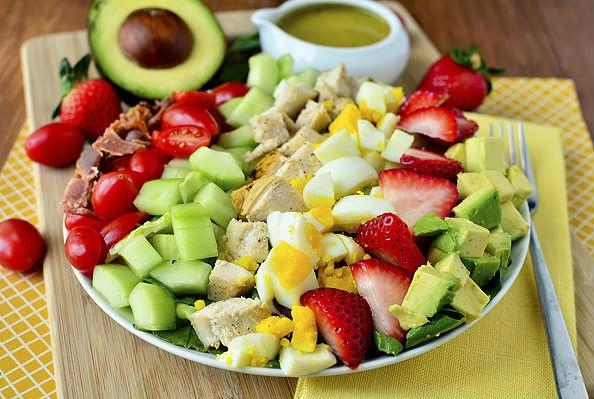 http://recipes.sandhira.com/california-cobb-salad-with-tarragon-vinaigrette.html