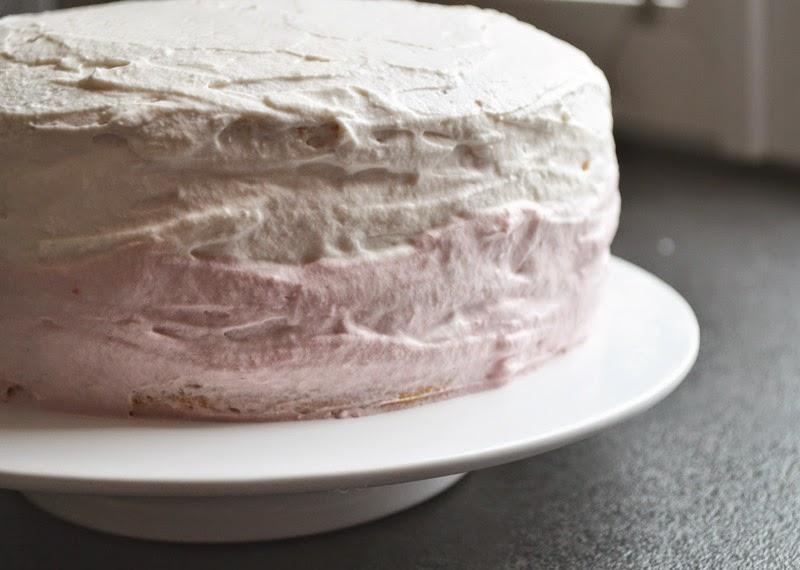 Ombre Cake - Biskuittorte mit Topfencreme