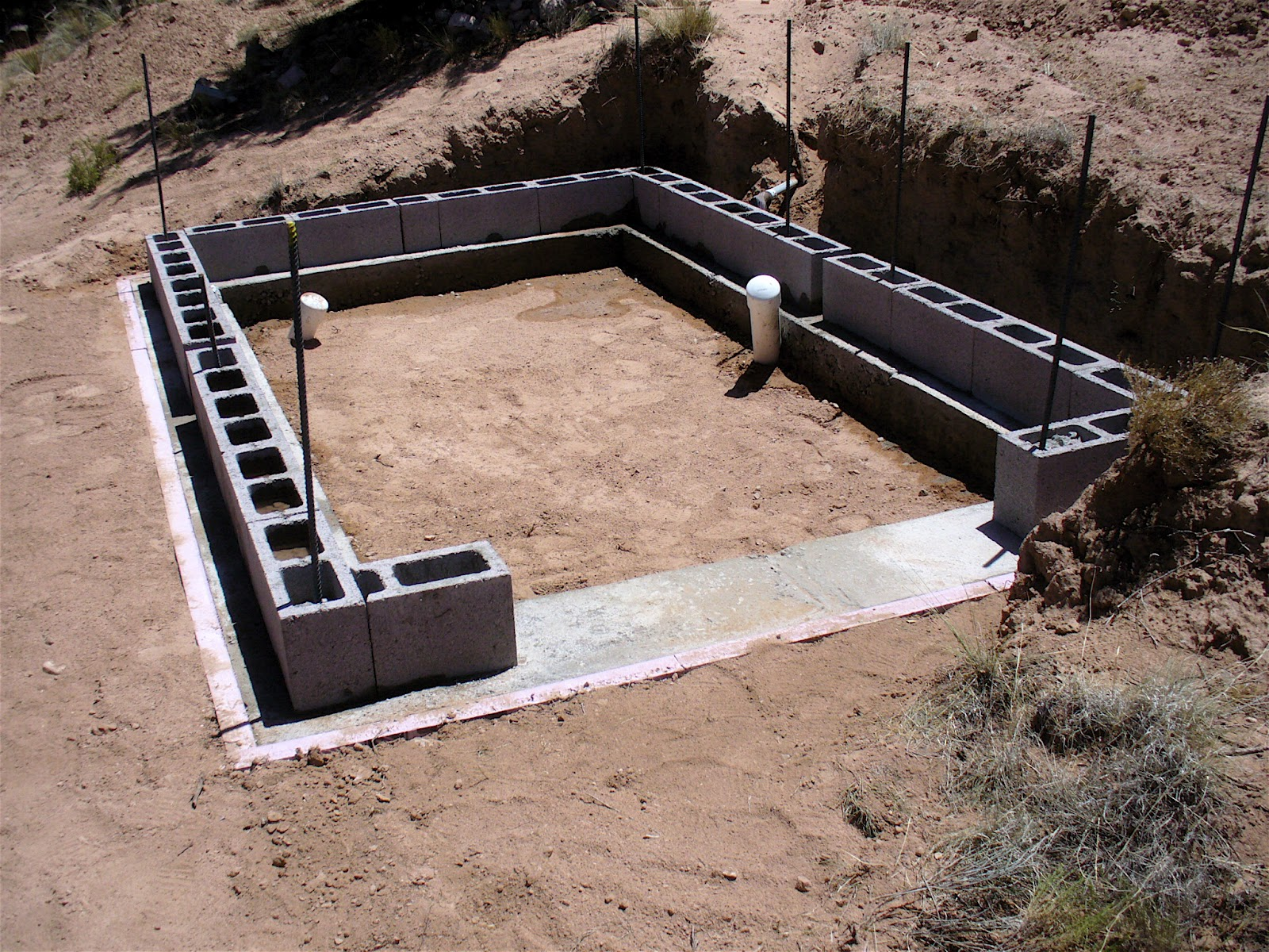 Alt build blog building a well house 1 rubble fill for Concrete block foundation
