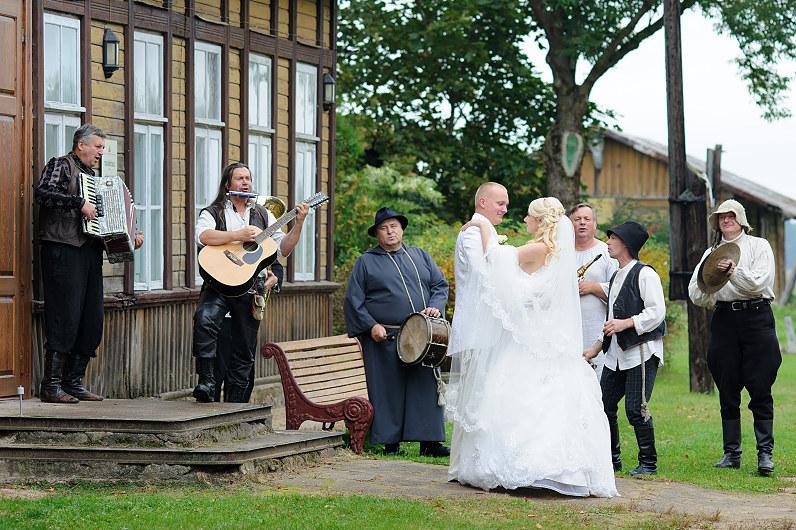 linksmos vestuvės anykščiuose