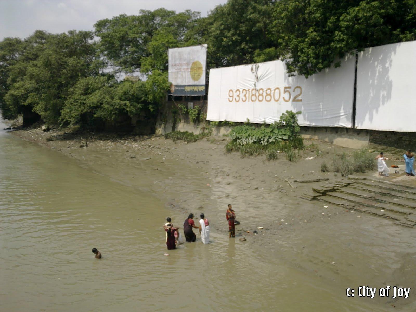 KOLKATA BLOG: Bathing On River Ganga
