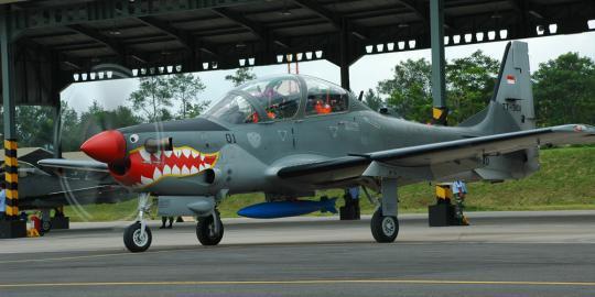 Pesawat Super Tucano TNI AU Jatuhkan Bom di Lumajang
