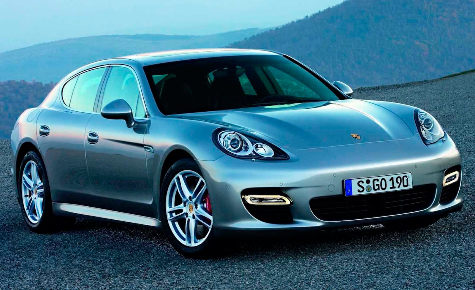 les meilleurs voitures du monde porsche panamera. Black Bedroom Furniture Sets. Home Design Ideas