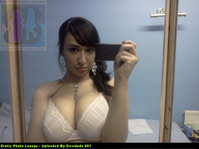 Chubby, but Beautiful Pakistani girl's huge boobs flashing self photos leaked (55pix)