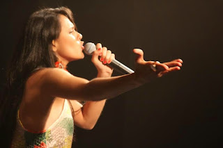 Sáloa Farah se apresenta no Otto Music Hall