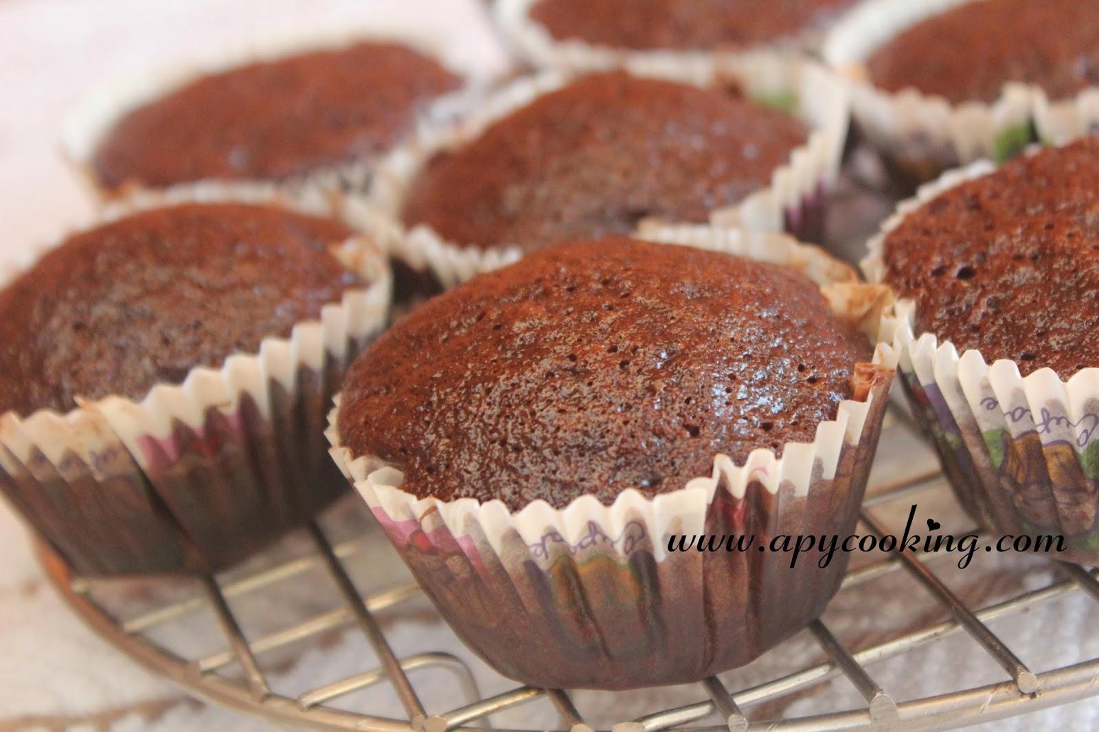 Chocolate Eggless Cake Recipe In Pressure Cooker
