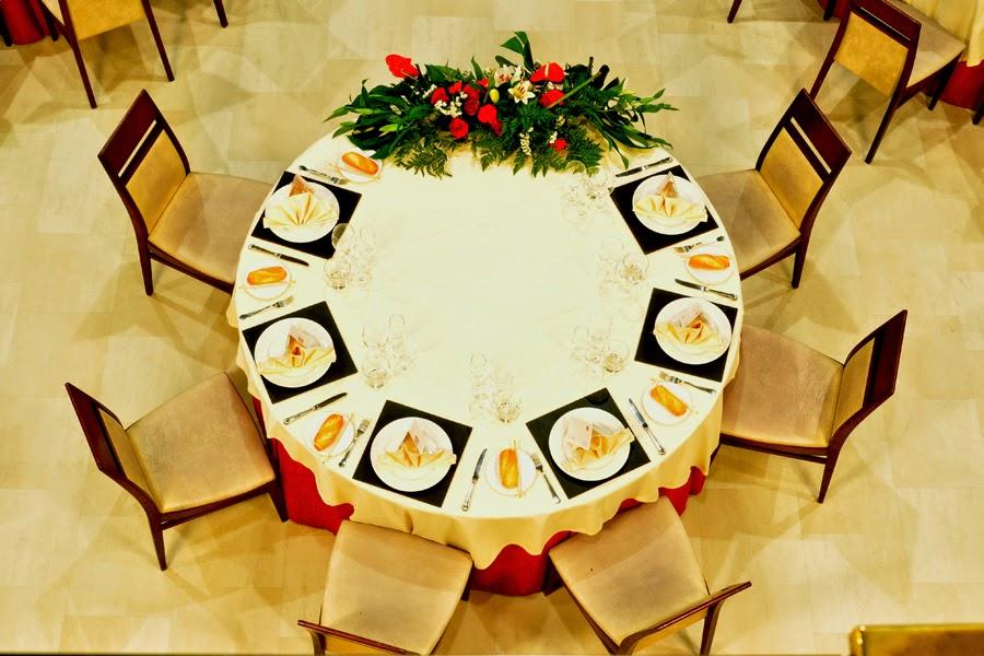 Rachel s fashion room protocolo tipos de mesas seg n su for Mesa 8 comensales