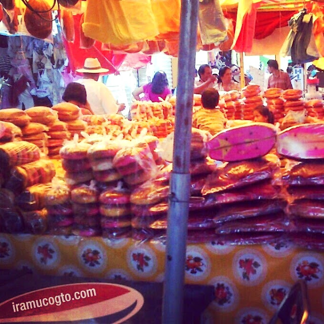 Pan de colores de la fiesta de Araró Michoacan 2013