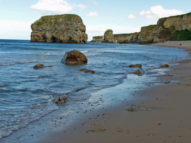 Marsden Bay, Marsden Rock