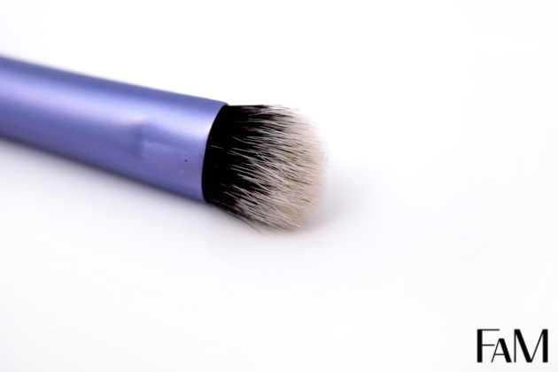 Real Techniques Brushes - Comparison between Shading brush and Base shadow brush