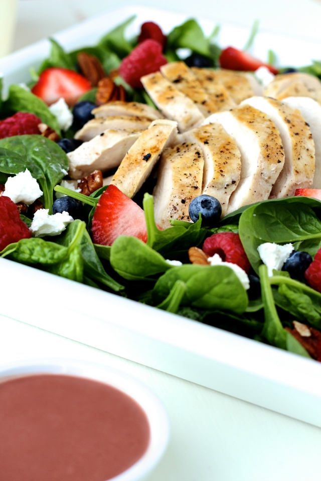 Spinach Salad with Grilled Chicken and Creamy Berry Balsamic Dressing ...