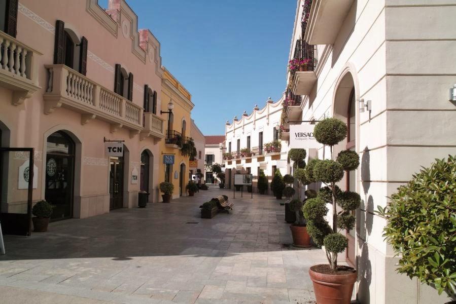 Viajar a barcelona ir a la roca village for Centro la roca