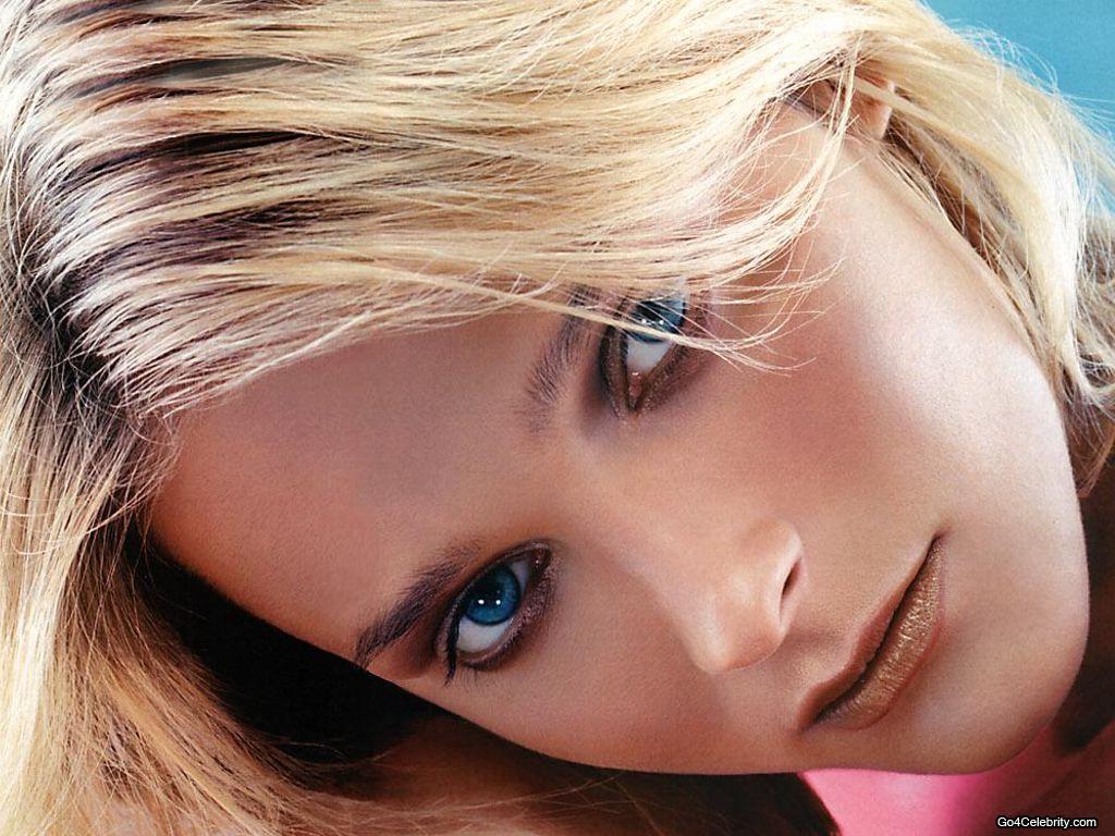 http://2.bp.blogspot.com/-lb80-JUG0Q8/T9CE_UCIolI/AAAAAAAAKCM/lVcPr7umfys/s1600/Carmen-Kass-011.jpg