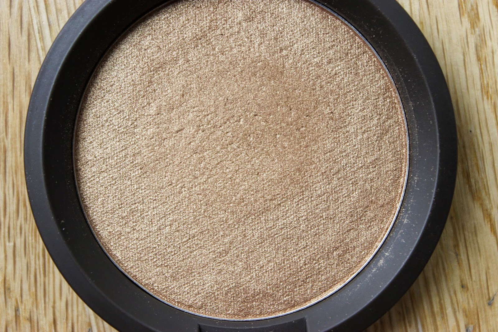Shimmering Skin Perfector Pressed Topaz Discoveriesofself blog nc50 swatches dark skin beauty blogger review london uk