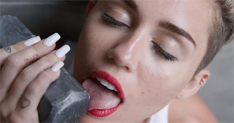 Miley Cyrus naked
