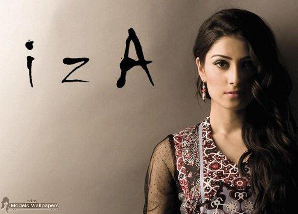 Models Accessories Aiza Khan