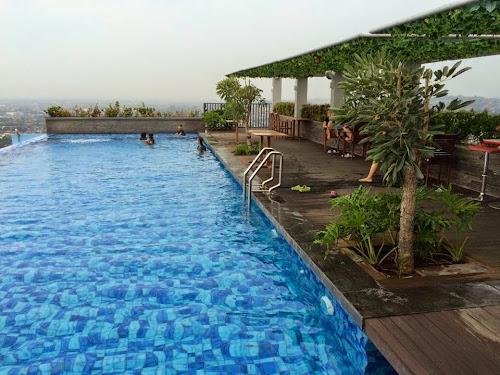 Sky pool star hotel semarang