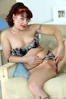 Naked brunnette - rs-12-703554.jpg