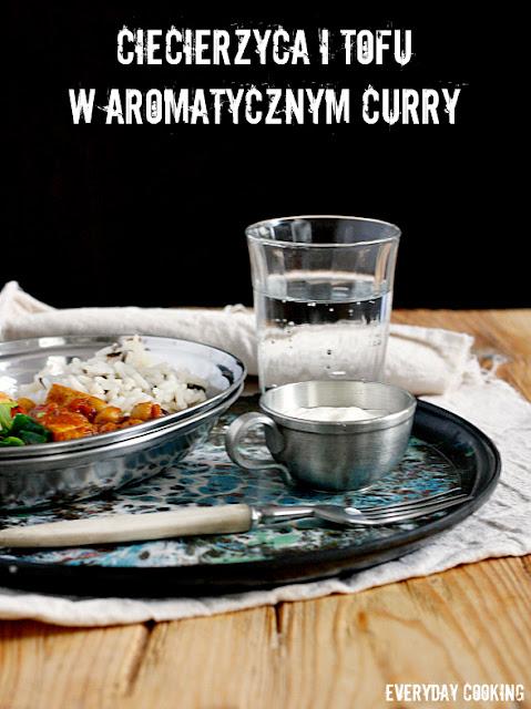 Curry z ciecierzycą i tofu