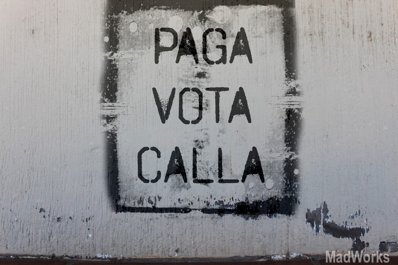 paga, vota, calla