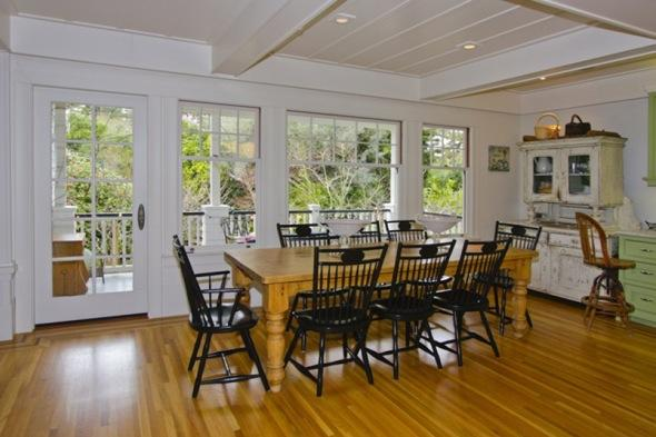http://2.bp.blogspot.com/-lcQi1ZrbEM4/TcUrcgL_7EI/AAAAAAAAADk/ve9URbglAdA/s1600/Mark-zuckerberg-7-million+home++dining+table.jpg