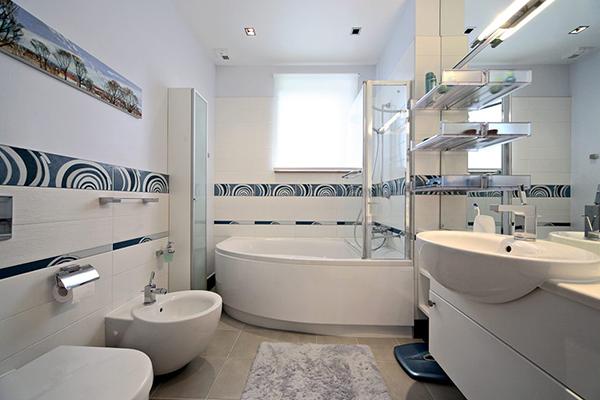 Design bai apartament,sigur va aminititi de acea reclama cu amenajare bai moderne..unele din cele mai bune amenajari de bai moderne pt apartamente..renovare amenajare