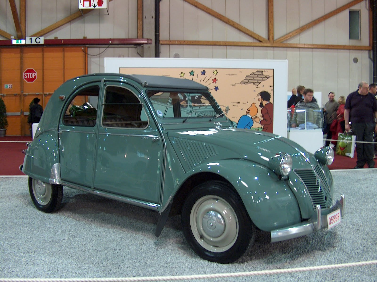 legendary cars  citroen 2cv  1948