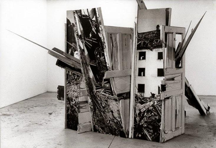 """Kuno Lindenmann, Installation für """"Gegenwärtiger Erinnerungsraum"""", München, Fotoskulptur, 1988"""