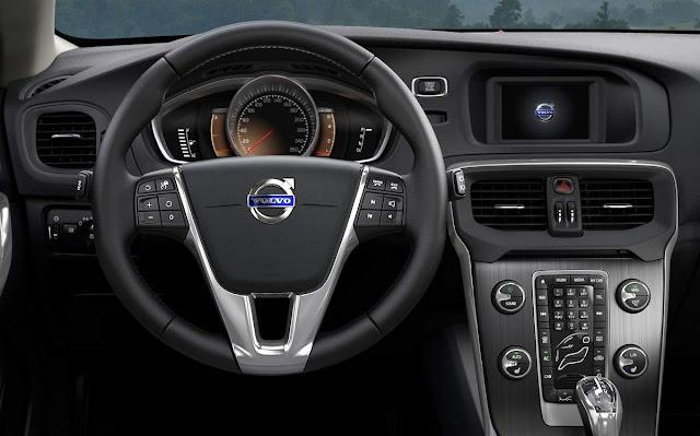 Volvo V40 Momentum T4 2.0 Turbo - 2016