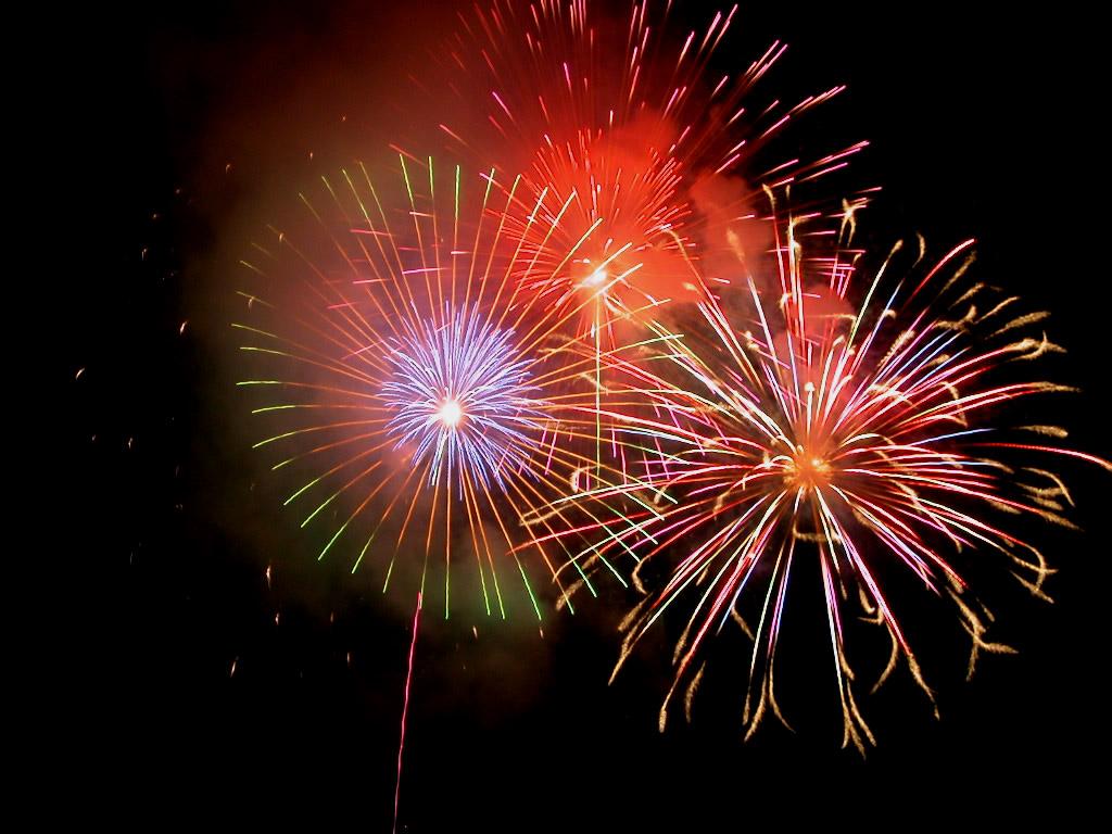 http://2.bp.blogspot.com/-ld2DX3wPWSY/T2PyrYj_cQI/AAAAAAAAAT8/NWDyzZmfE2k/s1600/Fireworks007.jpg